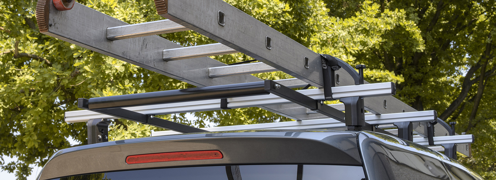 Roof bars for commercial vehicles